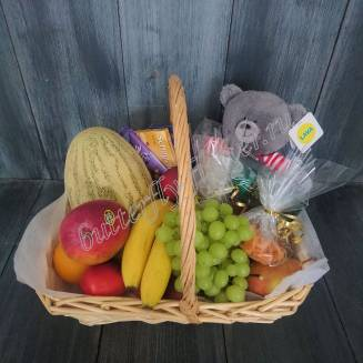 "Gift basket with fruits, sweets, chocolate and soft toy ""Little Bear"""