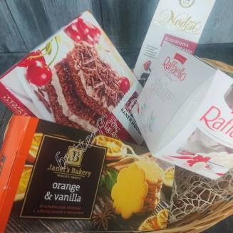 "Gift basket with tea, chocolates and sweets ""Sweet morning"""