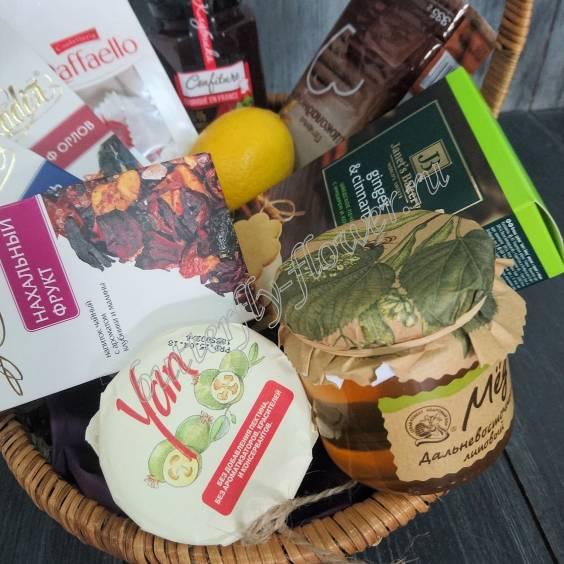 "Gift basket with tea, jam, honey and cookies ""Tea ceremony"""