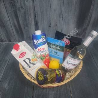 "Gift basket with vegetables, meat and cheese slices, juice, lemon and alcohol (Vodka) as a gift ""White captivity"""