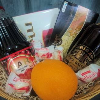 "Gift basket with sweets, juice, orange and alcohol (Riga Balsam) as a gift ""Wish Desire"""