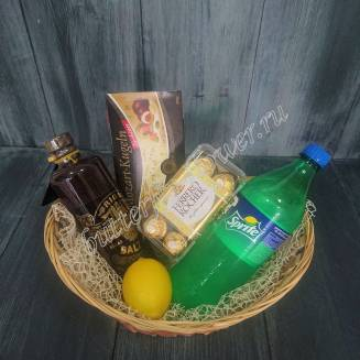"Gift basket with sweets, lemonade, lemon and alcohol (Riga Balsam) as a gift ""Black mojito"""