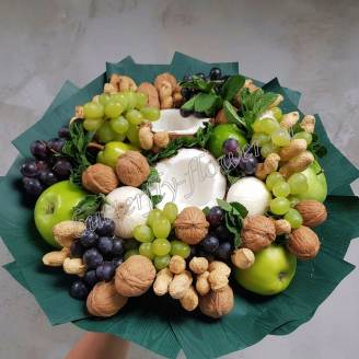 "Food bouquet of nuts, fruits and berries ""Snack"""