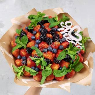 "Food bouquet of strawberries, blueberries, blackberries and mint in craft ""With love"""
