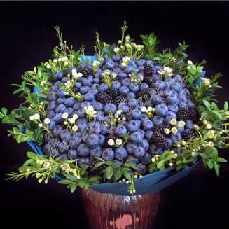 "Food bouquet of blueberries, blackberries and chamelacium ""Indigo"""