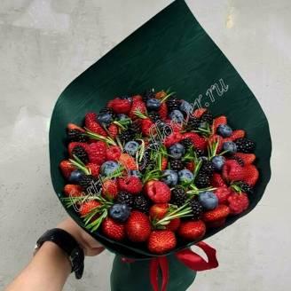 "Food  bouquet of berries of strawberries, raspberries, blackberries and blueberries ""Puck of happiness"""