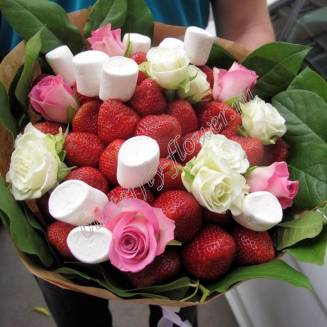 "Food bouquet of strawberries, roses and sweets ""Berry No.631"""