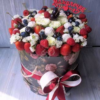 "Food bouquet of strawberries, blueberries, raspberries, cherries, roses and sweets in a designer box ""Mom"""