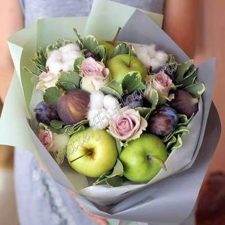 "Food bouquet of seasonal and exotic fruits, cotton and roses ""Plum Parfait"""