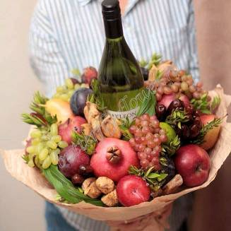 "Food bouquet of fruits, dried fruits and alcohol ""Berry No.642"""