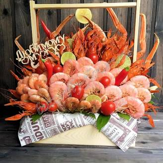 "Bouquet of crayfish, shrimp, tomatoes and lime in a wooden box ""Delicious No.702"""