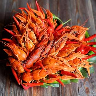 """Bouquet of crayfish and pepper in the shape of a heart """"Delicious No.705"""""""