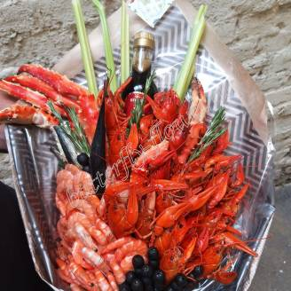 "Bouquet of crayfish, shrimp, claw crab, olives, fish and greens ""Delicious No.709"""