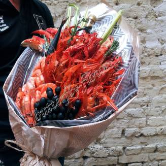 """Bouquet of crayfish, shrimp, claw crab, olives, fish and greens """"Delicious No.709"""""""