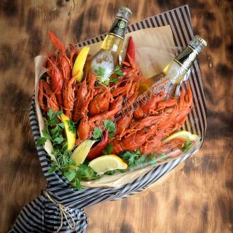 "Bouquet of crayfish, lemon, herbs and alcohol (beer) as a gift ""Delicious No.711"""