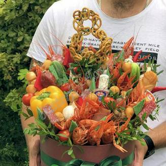 "Edible meat bouquet of crayfish, sausage, vegetables and cheese in the design box ""Delicious No. 715"""