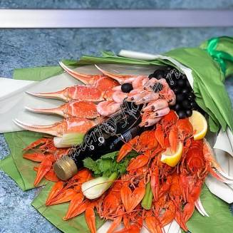 """Bouquet of crayfish, shrimp, claw crab, olives, vegetables and herbs """"Delicious No.718"""""""