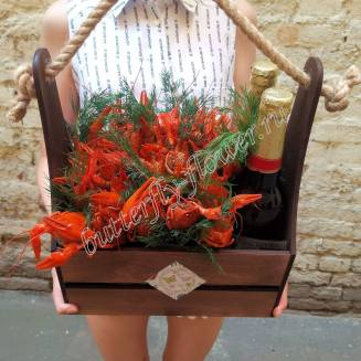 "Bouquet of 1 kg of crayfish with herbs and beer (as a gift) in a wooden box ""Delicious No.719"""