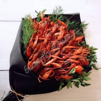 "Bouquet of 1.5 kg of crayfish, tomatoes and herbs in black craft ""Delicious No.723"""