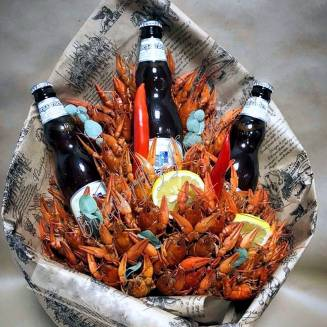 """A bouquet of 1.5 kg of crayfish, lemon, pepper and alcohol (beer) as a gift """"Delicious No.724"""""""
