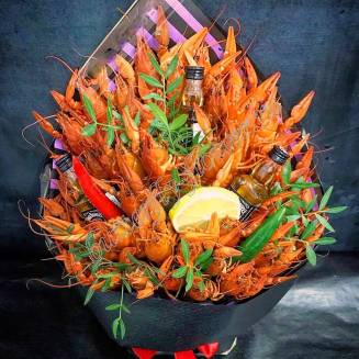 """Bouquet of 2 kg of crayfish, lemon, peppers and alcohol as a gift """"Delicious No.729"""""""