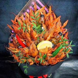 "Bouquet of 2 kg of crayfish, lemon, peppers and alcohol as a gift ""Delicious No.729"""