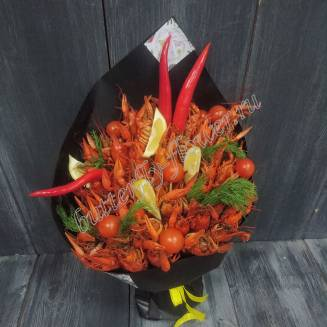 """Bouquet of 1.5 kg of crayfish, pepper, tomatoes, lemon and herbs in black craft """"Delicious No. 733"""""""