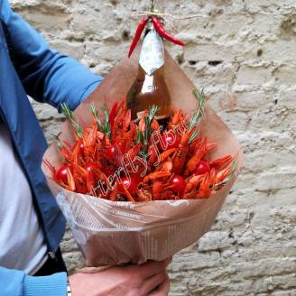 "Bouquet of crayfish, tomatoes, rosemary and alcohol (beer) as a gift ""Delicious No.735"""