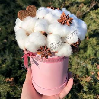 "Bouquet of dried flowers - cotton and star anise in a designer box ""In the clouds"""