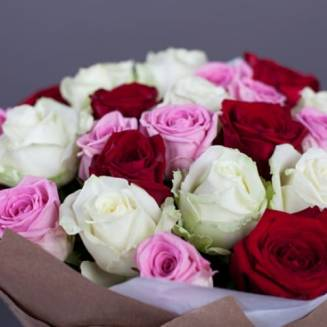 """Bouquet of 25 multi-colored roses in the craft of """"Mix of 25 roses"""""""