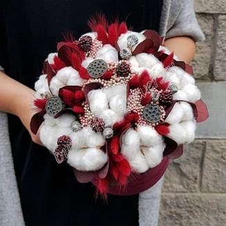 "Bouquet of dried flowers - lagurus, cotton, eucalyptus, lotus and decorative berries in a designer box ""Dolce"""