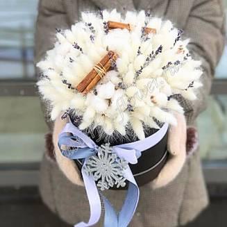 "Bouquet of dried flowers - lagurus, lavender, cotton and cinnamon in a designer box ""Snowflake"""