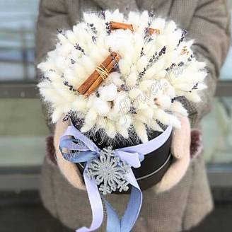 "Bouquet of dried flowers - lagurus, lavender, cotton and cinnamon in a designer box ""Snowflake"""