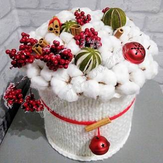 """A bouquet of dried flowers - cotton, lime, cinnamon and New Year's decor in the design box """"Snowball"""""""