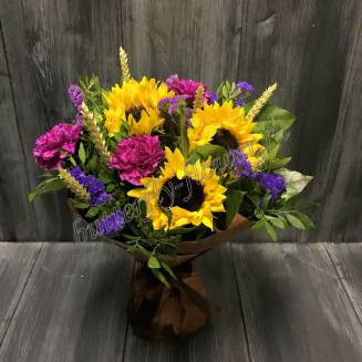 """Bouquet with sunflowers, cloves and stats """"Bright colors"""""""