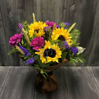 "Bouquet with sunflowers, cloves and stats ""Bright colors"""