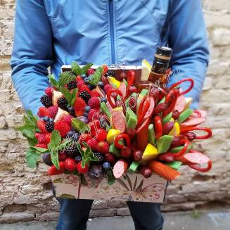 "Food meat bouquet of sausage, cheese, berries and alcohol in a decorative chest ""For Man No.959"""