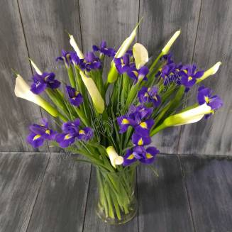 """Bouquet of irises and white callas """"Thaw"""""""