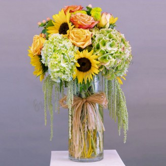 """Bouquet of sunflowers, roses and hydrangeas """"Tuscany Sun"""""""