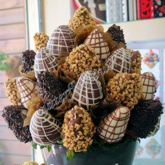 """Food bouquet of strawberries in chocolate """"Sweet No.809"""""""